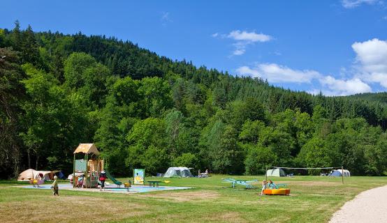 Camping De Vaubarlet 4 étoiles à Sainte-Sigolène
