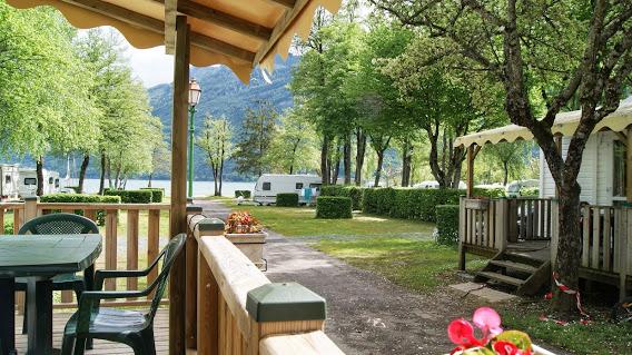 Camping  International Du Lac Bleu 5 étoiles à Dousard