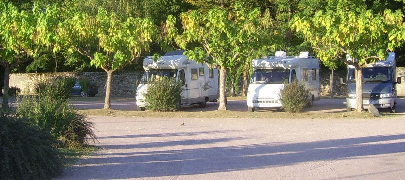 Aire de services pour camping-car : 6 conseils pour savoir l'utiliser