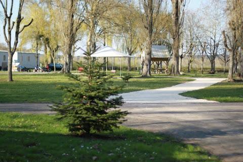 Camping Les Cochards 4 étoiles à Seigy