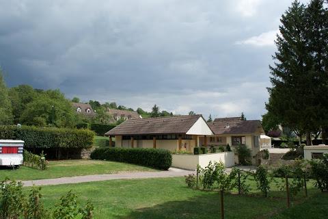 Camping Les Premiers Pres 2 étoiles à Savigny Les Beaune